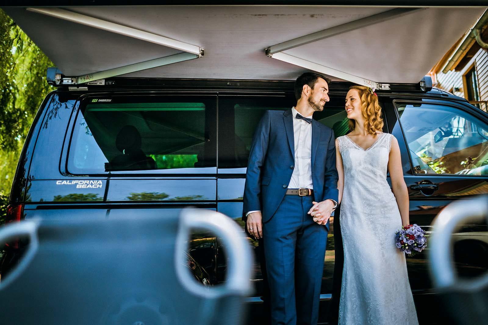 Hochzeitsfotograf Spreewald Schloss Luebben VW Bus Bulli